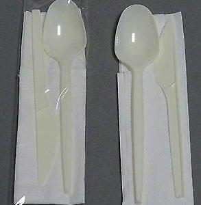 250 Sets Einweg Besteckset 3-teilig: Messer + Löffel + Serviette eingeschweißt